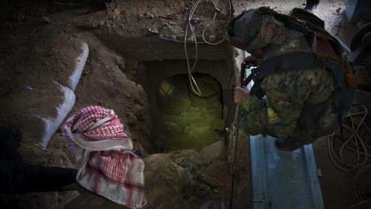 Syrie : Des jihadistes cachés dans des tunnels se rendent après la fin du « califat »