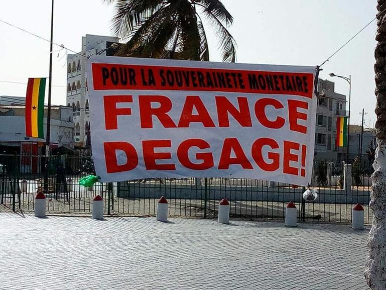 """Dernière minute - Six membres de """"France Dégage"""" viennent d'être arrêtés"""