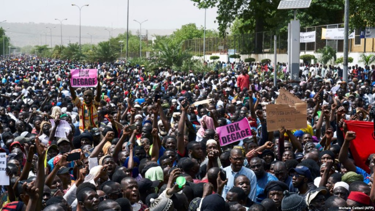 Manifestation à Bamako: un policier blessé et une dizaine de manifestants interpellés