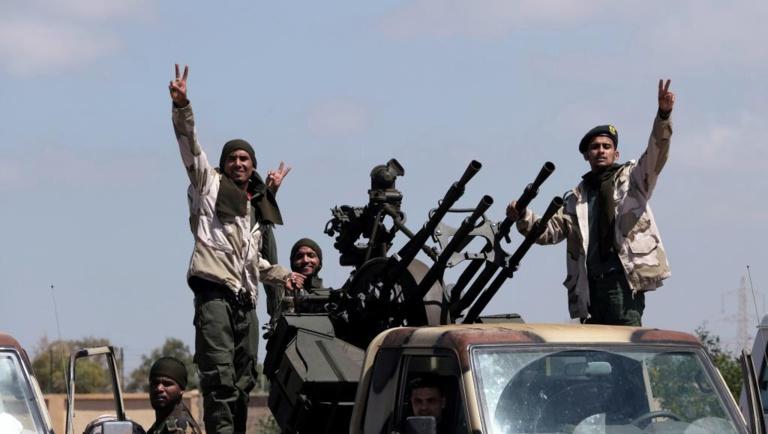 Libye: les armes prennent le pas sur les discussions