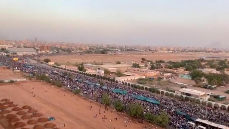 Des manifestants toujours plus nombreux pour réclamer le départ d'Omar el-Béchir