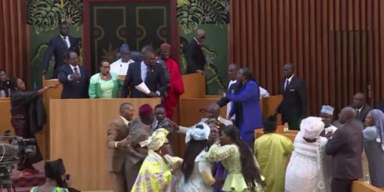 Complaintes devant Macky : Les enfantillages des députés de la majorité