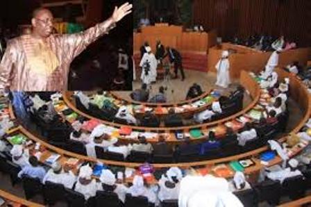 Macky Sall offre des millions aux députés de sa coalition