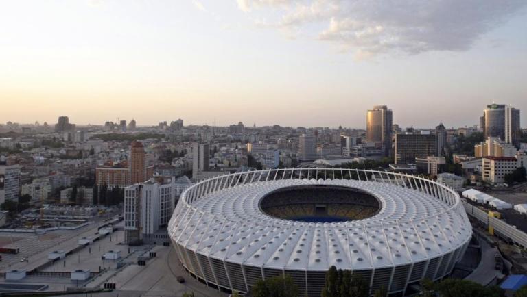 Ukraine: un débat inédit au Stade olympique de Kiev pour clore la campagne