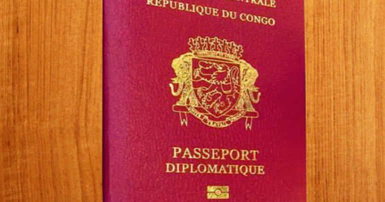 Aly Ngouille Ndiaye sort une  liste de 100 personnes à confisquer leurs passeports diplomatiques