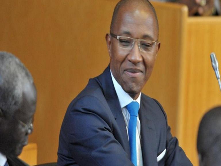 """""""Pagaille"""" dans l'octroi des passeports diplomatiques: la réaction ironique d'Abdoul Mbaye"""