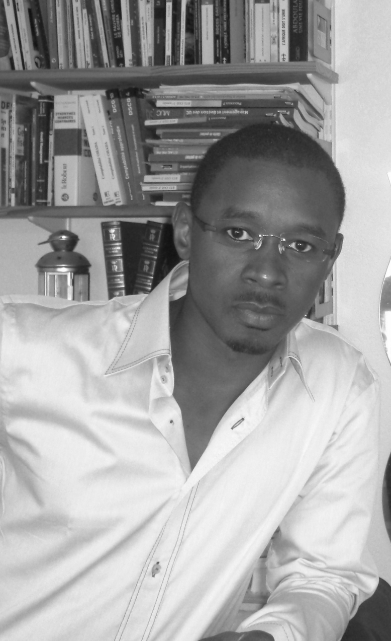 Sémou Mama Diop (écrivain) : il dénonce la crédulité des populations face au pouvoir maraboutique et croit à l'actualité de la rupture Senghor/ Dia