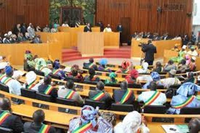 Le projet de loi portant révision de la Constitution atterrit à l'Assemblée nationale