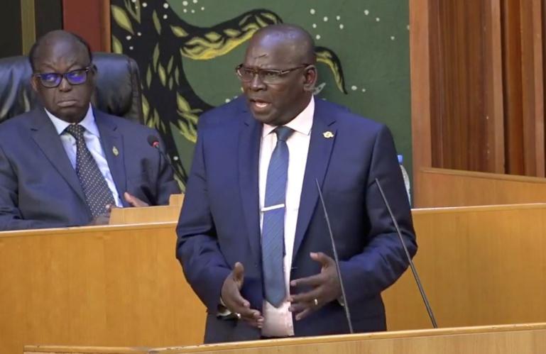 Plus de 30 députés de l'Apr menacent de contrer le projet de loi de Macky: Aymérou Gningue rassure