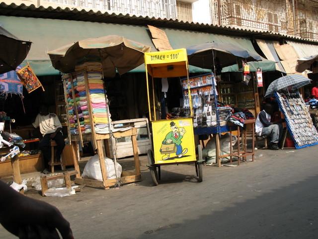 Rentrée des classes 2011 : le casse-tête chinois des parents et marchands