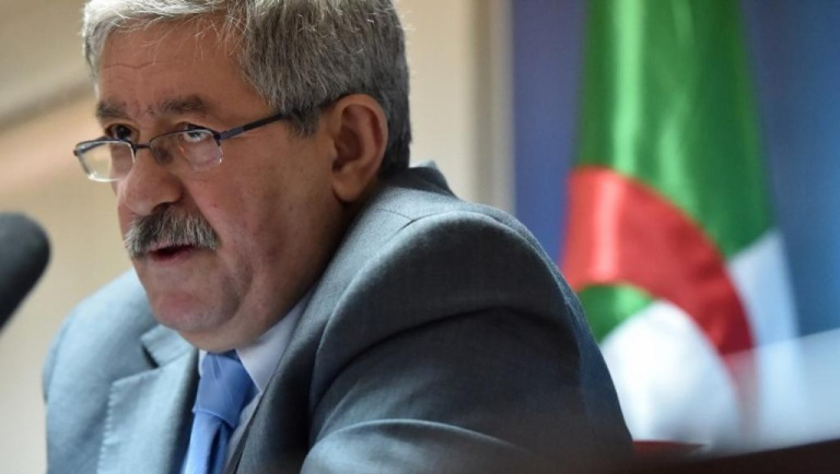 Algérie: l'ancien Premier ministre Ahmed Ouyahia entendu par la justice