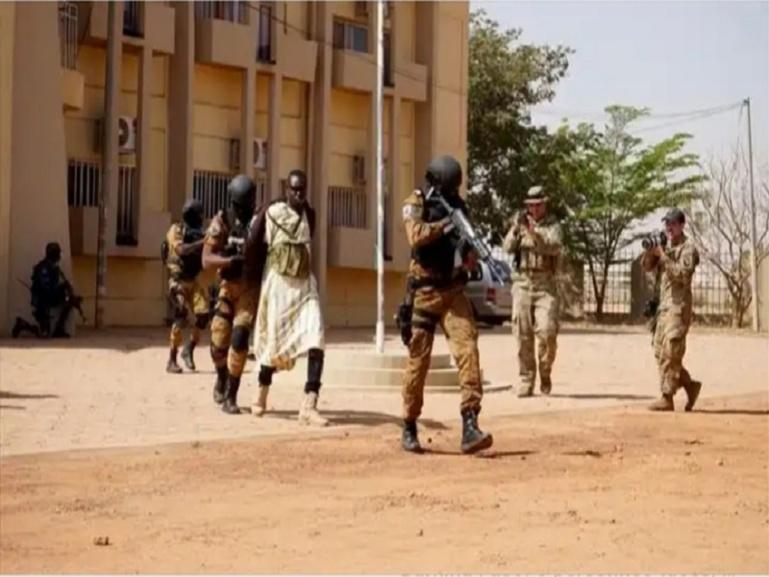 Urgent-Burkina: six morts dans l'attaque d'une église catholique dans le nord