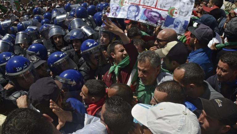 Algérie: forte tension à Alger pour ce 13e vendredi de mobilisation