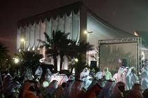 Koweit : Le Parlement investi par des dizaines de manifestants