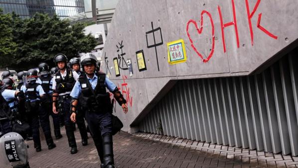 Hong Kong: retour au calme après une journée de violences