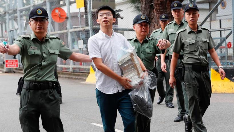Hong Kong: libre, Joshua Wong appelle aussitôt Carrie Lam à démissionner