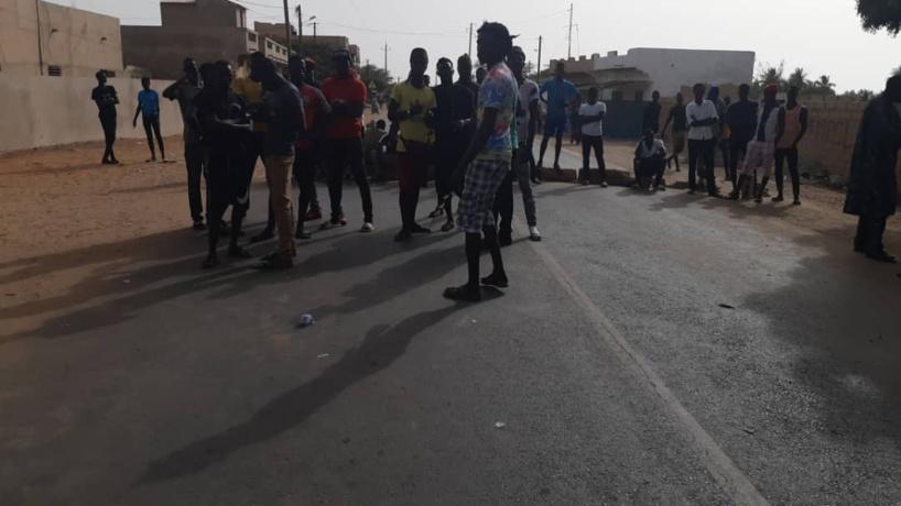 URGENT - Un camion des ICS tue un enfant devant la gare routière de Mboro...les populations en colère