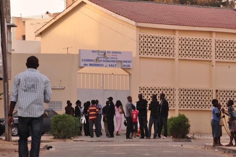 Dernière minute: les élus ont éconduit les policiers venus perquisitionner la mairie de Barthélemy