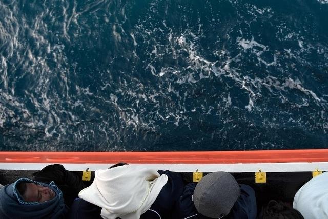 62 corps de migrants repêchés après le naufrage jeudi au large de Khoms en Libye (secours)