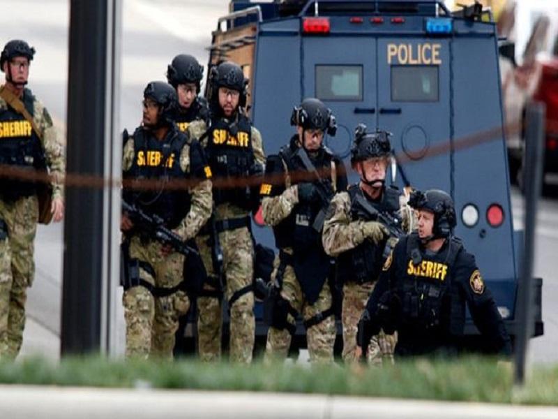 Au moins 30 personnes tuées dans des fusillades aux USA