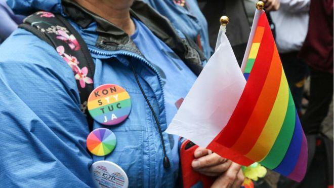 Un archevêque qualifie le mouvement LGBT de 'peste arc-en-ciel'