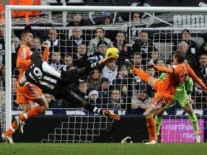 Newcastle: Demba Ba intéresse Manchester United et Chelsea