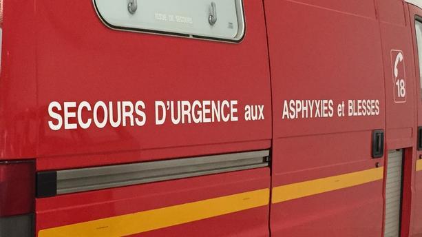 Un couple en plein ébat sexuel chute d'un balcon en France: la vie de l'homme en danger
