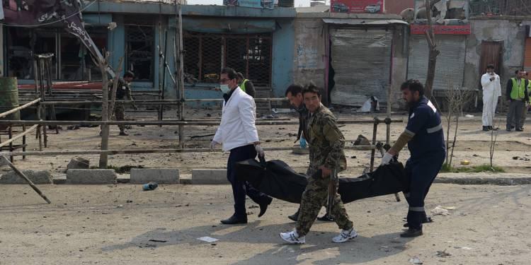 Afghanistan: le bilan de l'attentat-suicide de samedi à Kaboul réévalué à 80 morts