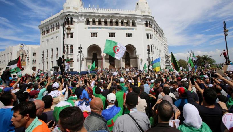 Après six mois de contestation, l'Algérie à la croisée des chemins