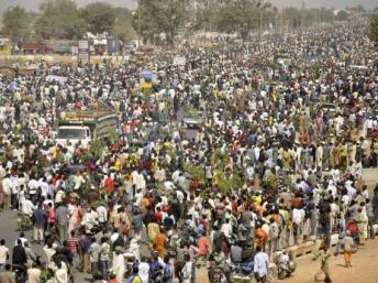 Dernier jour d'une semaine de grève générale au Nigeria ce lundi 16 janvier 2012 (ici à Kano) contre la suppression d'une subvention sur les carburants. Reuters