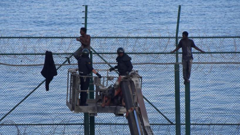 Espagne: 155 migrants franchissent la frontière dans l'enclave de Ceuta