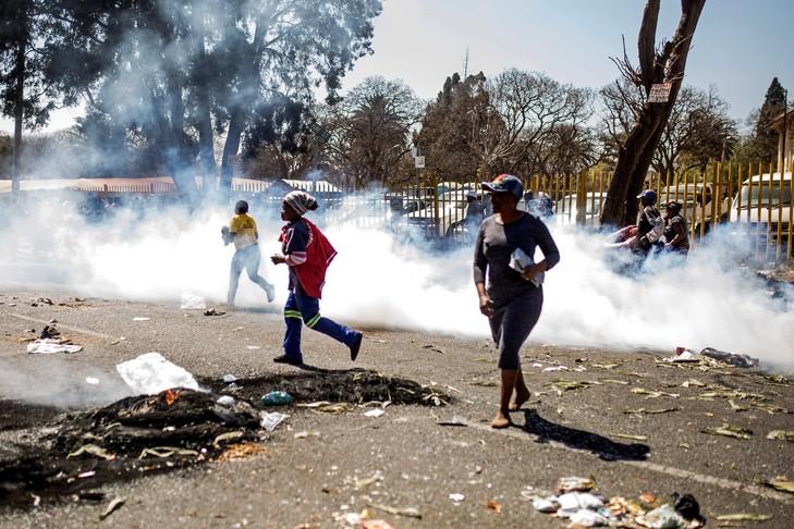 Cinq morts dans les violences xénophobes en Afrique du Sud (police)