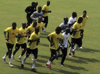 Les joueurs sénégalais s'entrainent à Bata le 24 janvier 2012. REUTERS/Amr Abdallah Dalsh