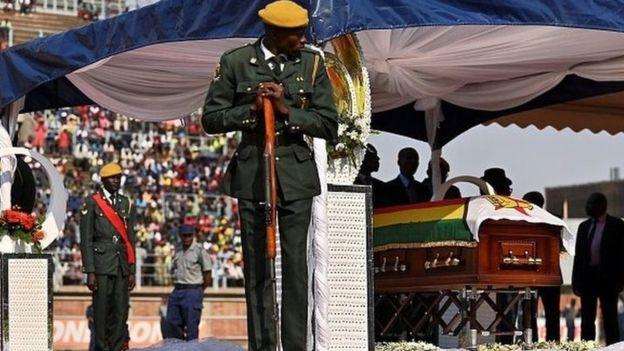 Le Zimbabwe rend un dernier hommage à Mugabe