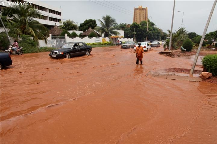 Inondations: Macky Sall réaffirme toute sa solidarité et le soutien de l'Etat aux populations des localités touchées