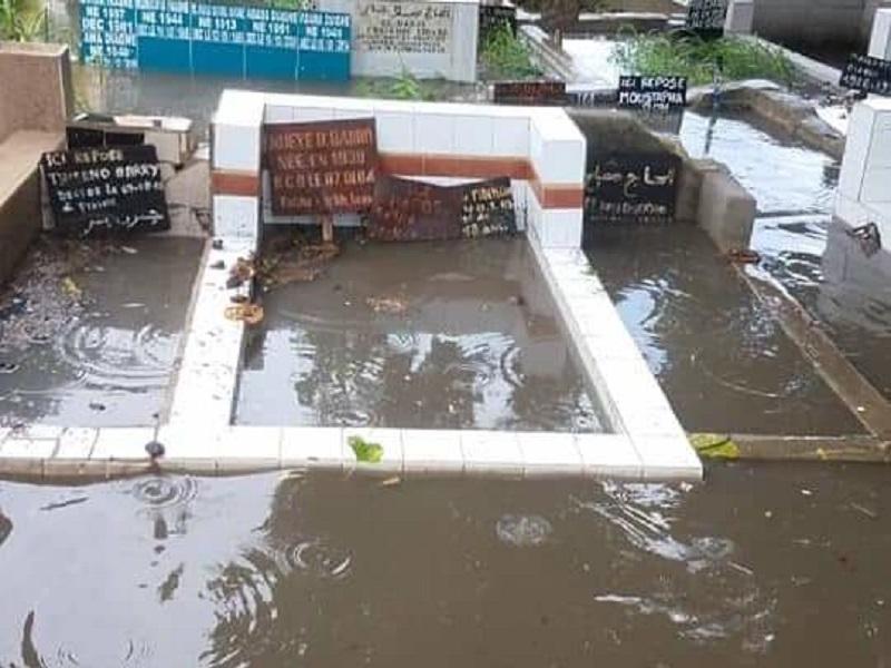 Les cimetières de Pikine sous les eaux: l'Arène nationale au banc des accusés