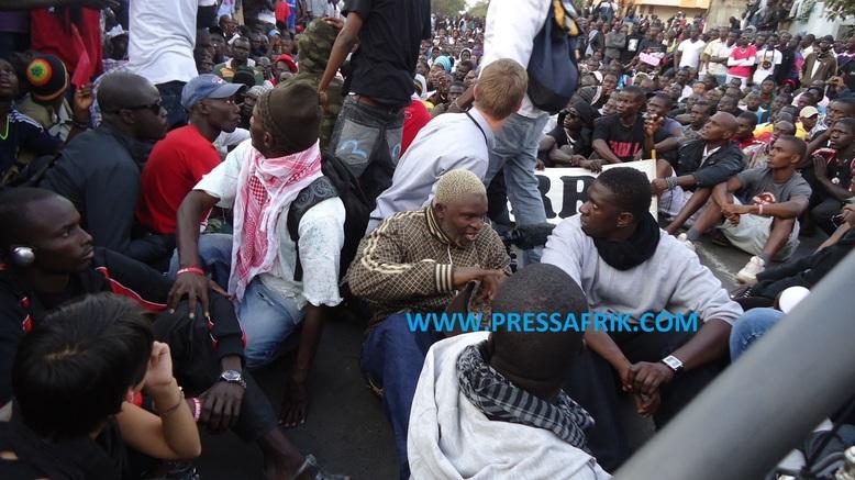 Place de l'Obélisque : « Y en a marre » se singularise