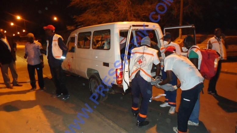 """Place de l'Obélisque – cinq blessés dont un mort (Modou Diop) tué par le camion """"dragon"""" de la police"""