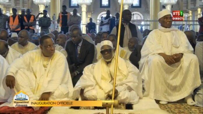 Inauguration Massalikoul Jinaan: Wade et Macky sortent en se tenant la main après un entretien privé avec le Khalife
