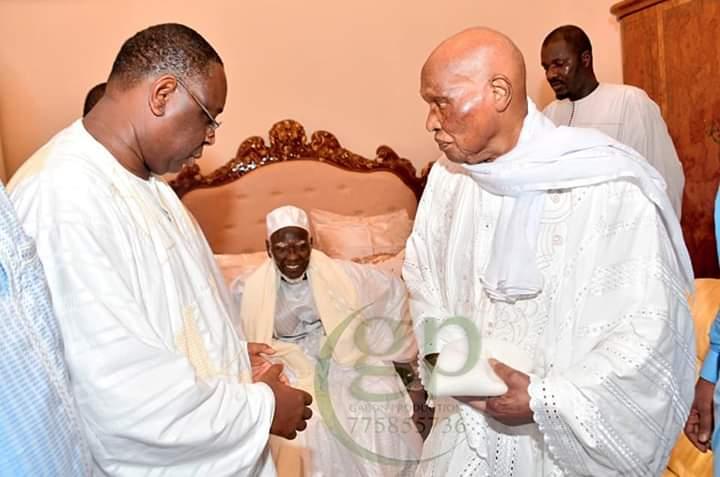 Les images de la réconciliation Wade-Macky devant le Khalife sa