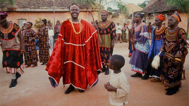 """""""Dialogue national"""" au Cameroun : les chefs coutumiers jouent leur partition"""