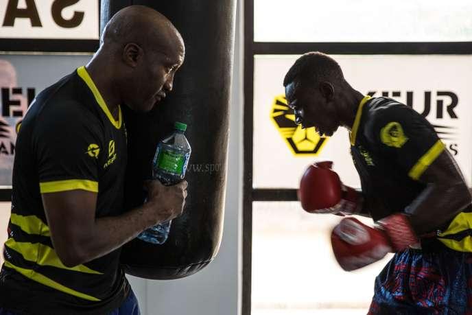 Au Sénégal, un club de boxe pour freiner les départs en pirogue