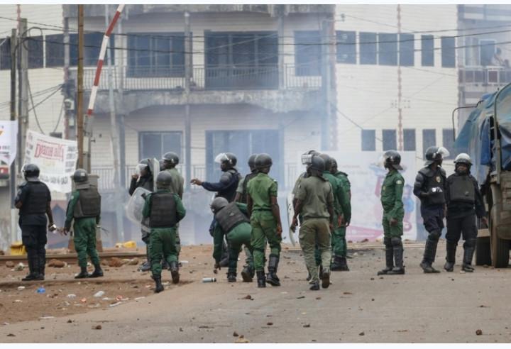 En Guinée, les forces de sécurité massivement déployées dispersent des manifestants à Conakry