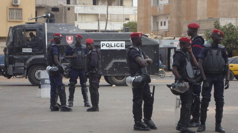 Photo - Reportage : La police Fait du « Fanane » à la place de « Y en a marre » (Obélisque)