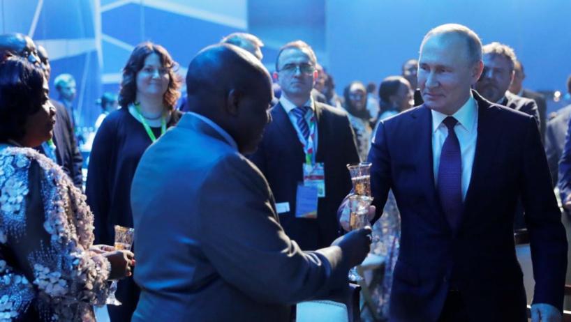 Vladimir Poutine se cherche de nouveaux alliés au sommet Russie-Afrique