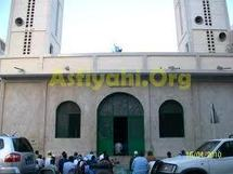 VIDEO-La mosquée d'El Hadj Malick Sy bombardée par les grenades policières, des fidèles blessés