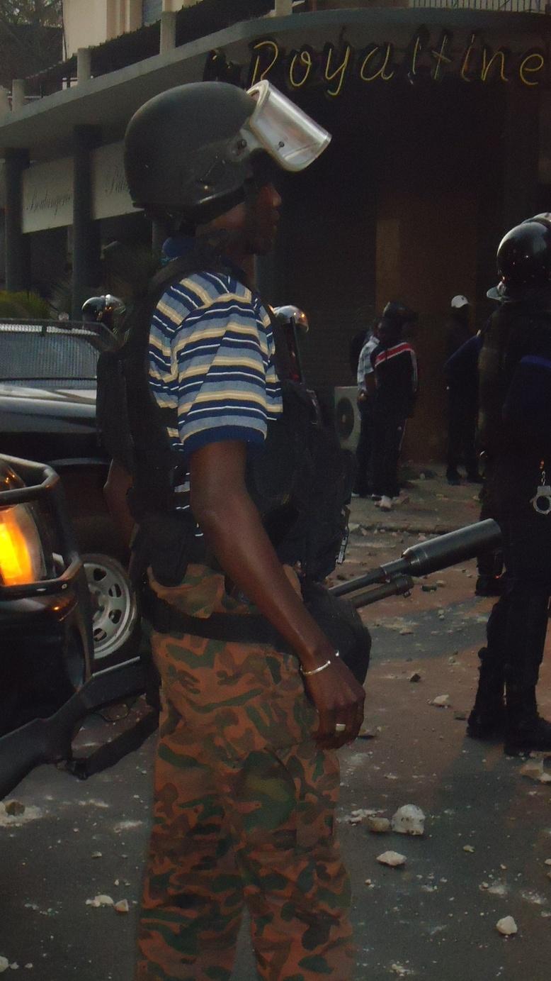 La police, débordée par la manifestation, la BIP entre en action