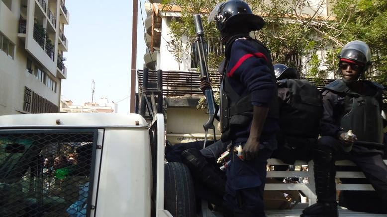 Direct centre ville Dakar: un policier serait pris en otage à la Médina