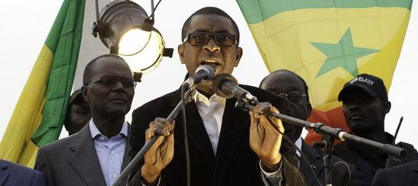 """""""Youssou Ndour a été blessé à la jambe gauche, il a été examiné par un médecin, mais il ne souhaite pas en faire une affaire d'Etat et nous ne commenterons pas plus cette information"""", a déclaré un de ses conseillers."""