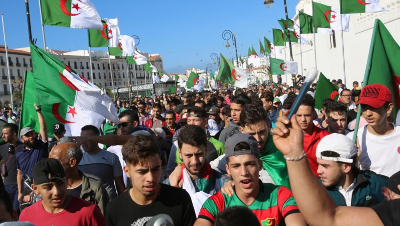 Une marée humaine défile dans les rues d'Alger pour une «nouvelle indépendance»